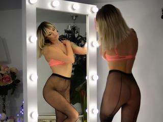 Jeelaya - Sports and having fun with my friends - I like to spend my time with hot man , I know what you need and I will give it to you - Alter: 30 / Skorpion - Alter: 164 / normal - Geschlecht: weiblich - Ausrichtung: heterosexuell - Haare: blond / lang - Piercing: keins - Alter: A - Hautfarbe: weiss - Augen: blau - Rasur: teilrasiert