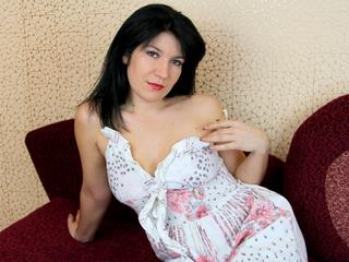 MALICA - I love to show off my hot body!